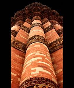 Qutb Minar in Delhi - Eine wahre Oase in der Großstadt