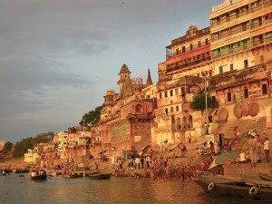 Varanasi / Benares am Ganges bei Morgen